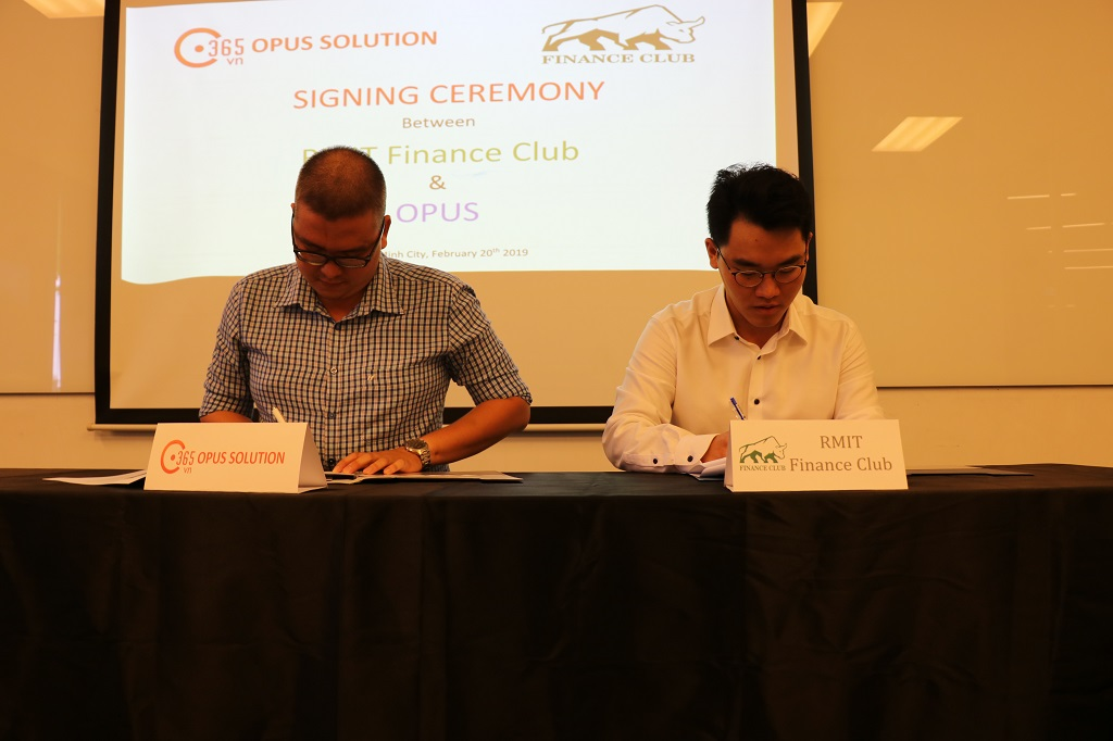 Mr. Nguyen Cong Toan - General Director of Opus Solution and Mr. Tran Ho Hai - RMIT Finance Club President