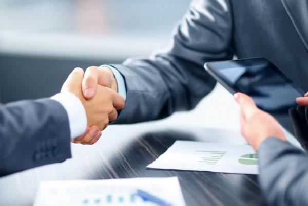 deal-handshake-shutter-ubj_750xx4589-2581-0-224